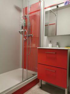 Salle de bain moderne petit volume