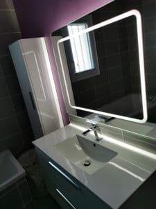 meuble vasque salle de bains avec miroir et éclairage led